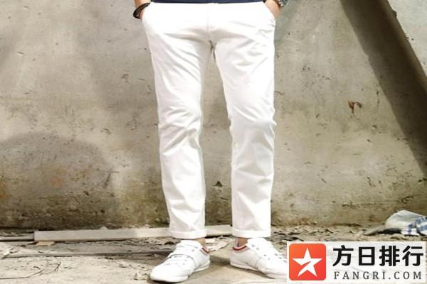 男生白色裤子搭配什么鞋子 男生白色裤子配什么上衣